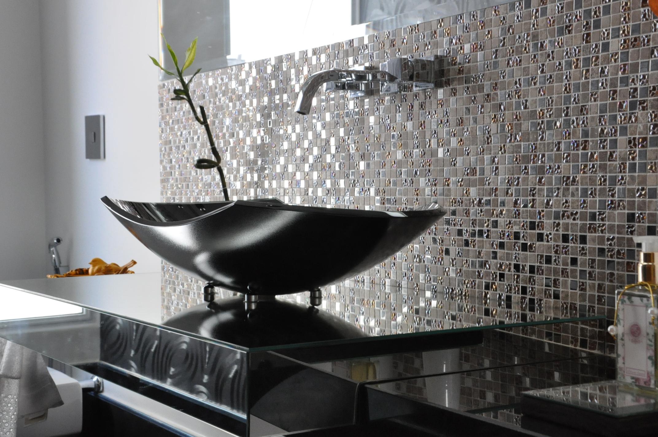 Como Fazer Banheiros Decorados com Pastilhas de Vidro