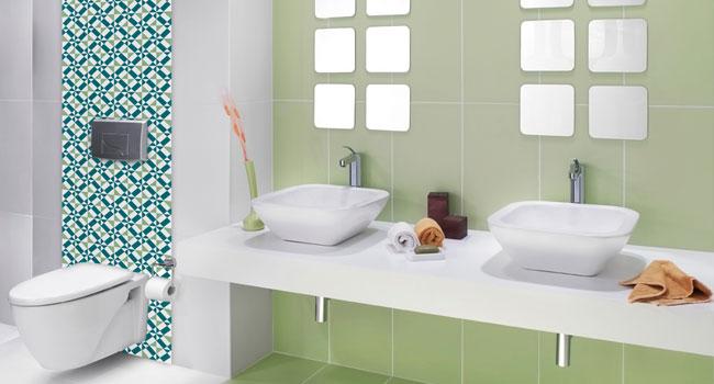 Banheiros Decorados com Pastilhas de Vidro  Como Fazer -> Decoracao De Banheiro Com Vaso Cinza