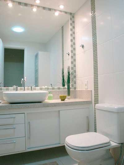 Banheiros Decorados com Pastilhas de Vidro  Como Fazer -> Banheiro Decorado Com Pastilhas Lilas