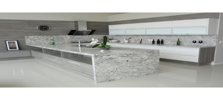 Lavatório Em Granito Branco Siena Com Saia Acabamento 45 Graus E Pictures to -> Decoracao De Banheiro Com Granito Preto