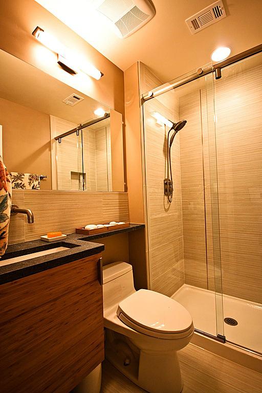 Banheiro Pequeno Decorado  Guia Completo de Decoração # Banheiro Pequeno Porta De Correr