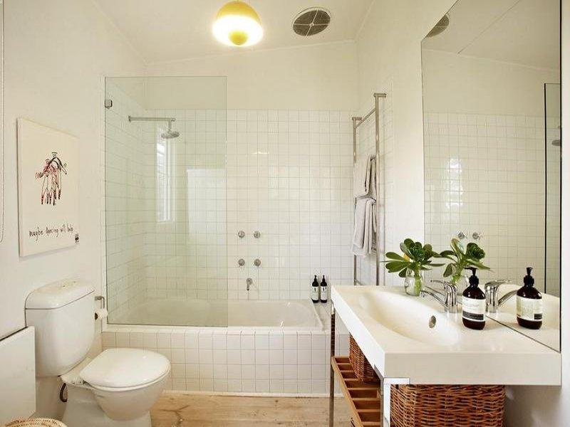 Banheiro Pequeno Decorado  Guia Completo de Decoração -> Banheiro Pequeno Com Box E Banheira