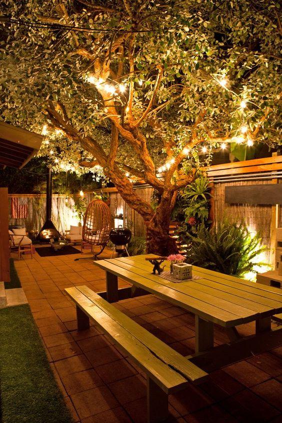 A iluminação correta nos jardins pequenos